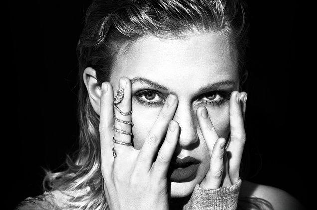 03-Taylor-Swift-press-photo-2017-a-billboard-1548