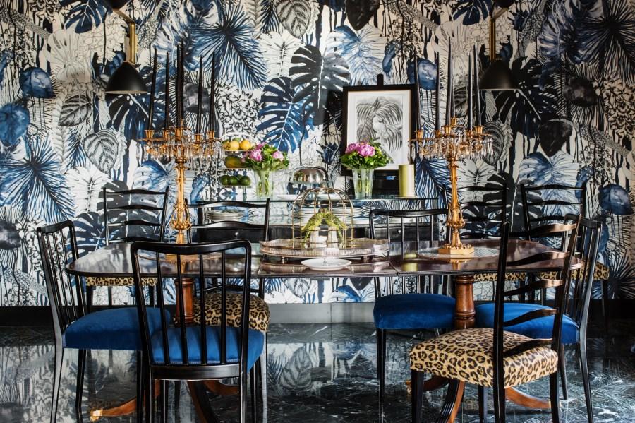 velona's jungle - breakfast room table