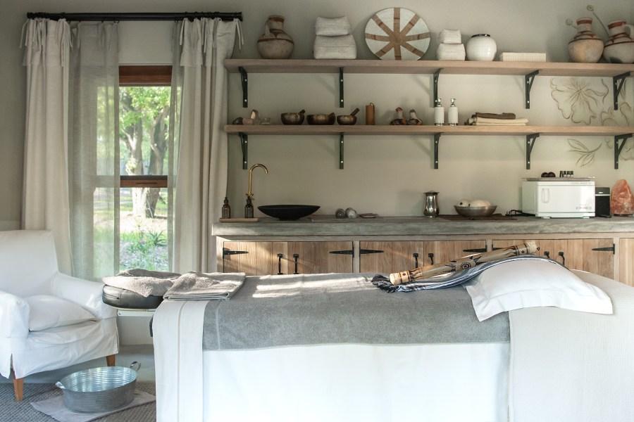 Singita-Castleton-Massage-room-2