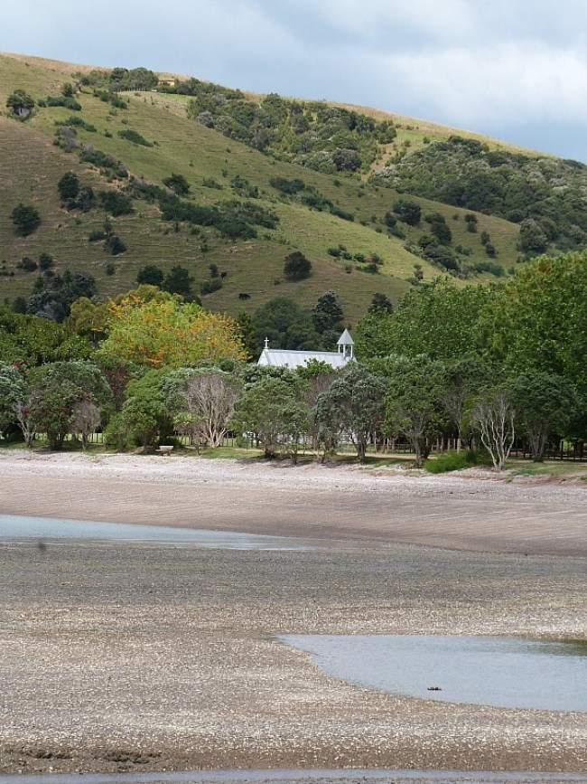 Exploring the beaches of Waiheke Island - one of the Best Days out in Auckland New Zealand