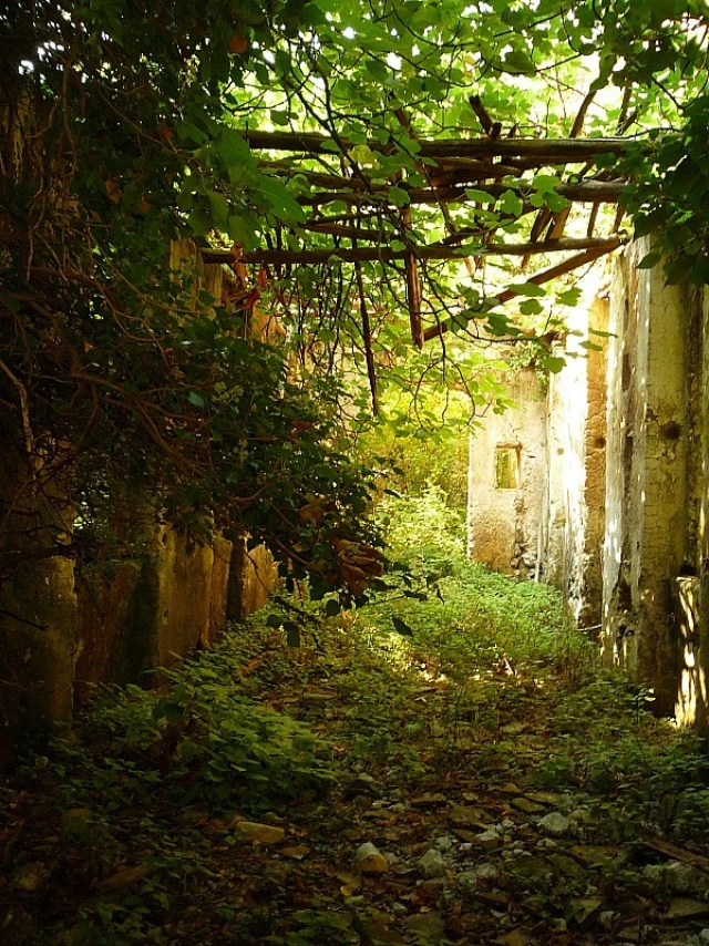 Discovering old mill ruins while hiking the Amalfi Coast in Italy