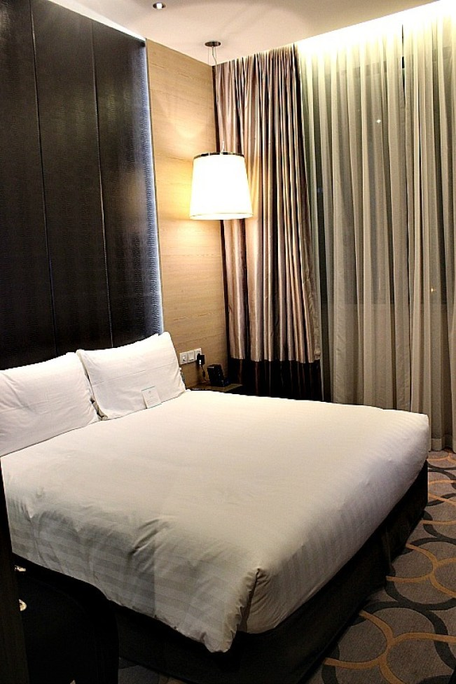 Staying at the Dorsett Hotel in Chinatown during 24 hours in Singapore