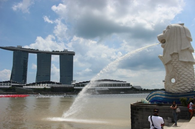 Checking out the highlights during our 24 hours in Singapore