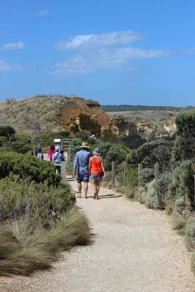 Exploring the coast around the Twelve Apostles on the Great Ocean Road