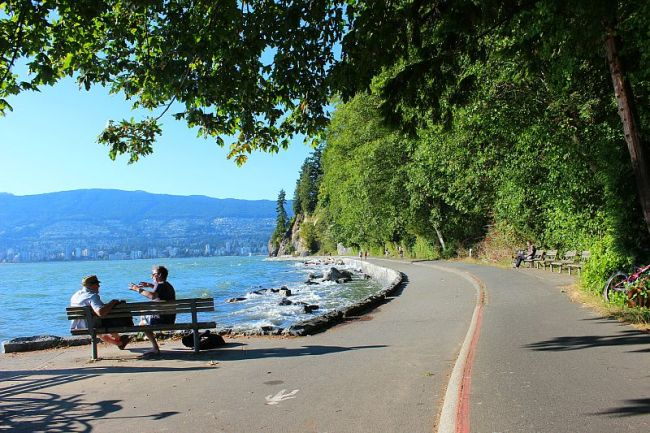 The Best Vancouver Itinerary: 4 Days in Summer. Walking the Sea wall in Stanley Park during summer in Vancouver