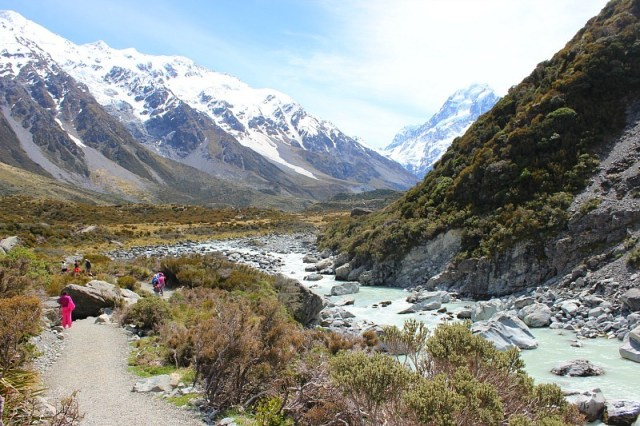 Hooker Valley Track to Mount Cook