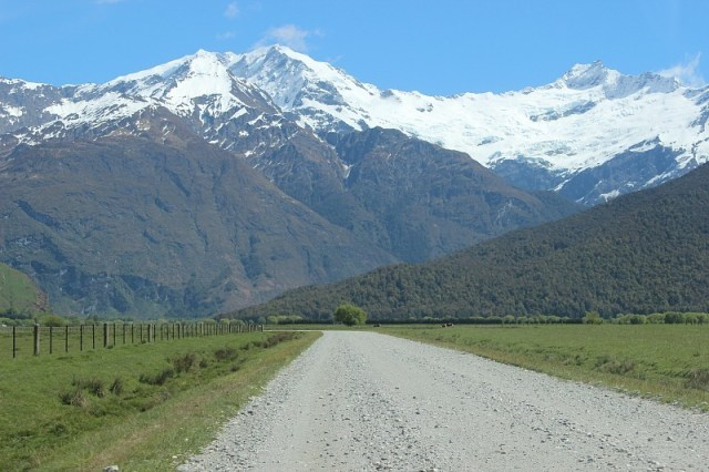 The road to Mount Aspiring National Park