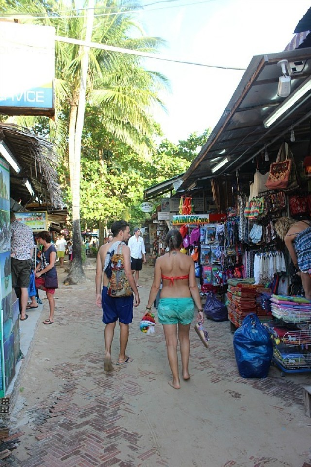 Railay Beach main street