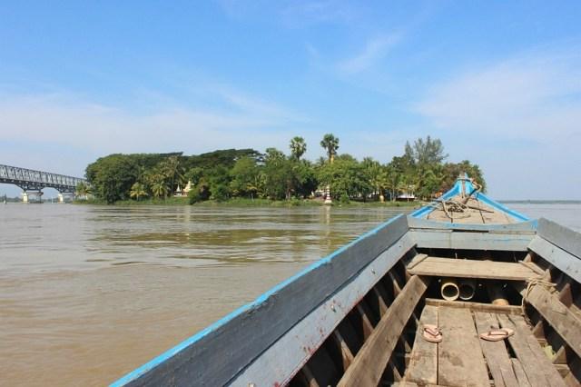 Boat to Shampoo Island in Mawlamyine