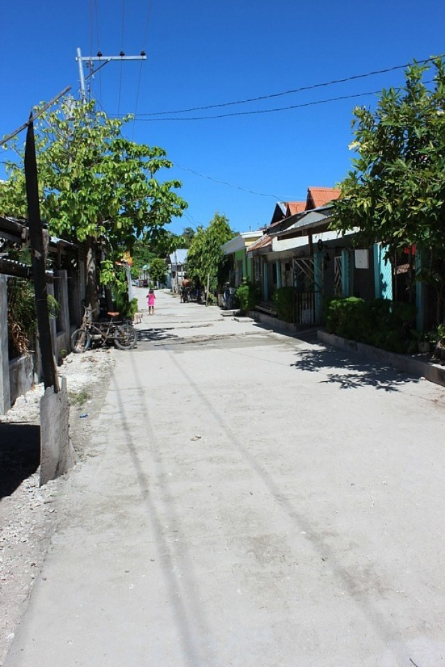 village-street-on malapascua island