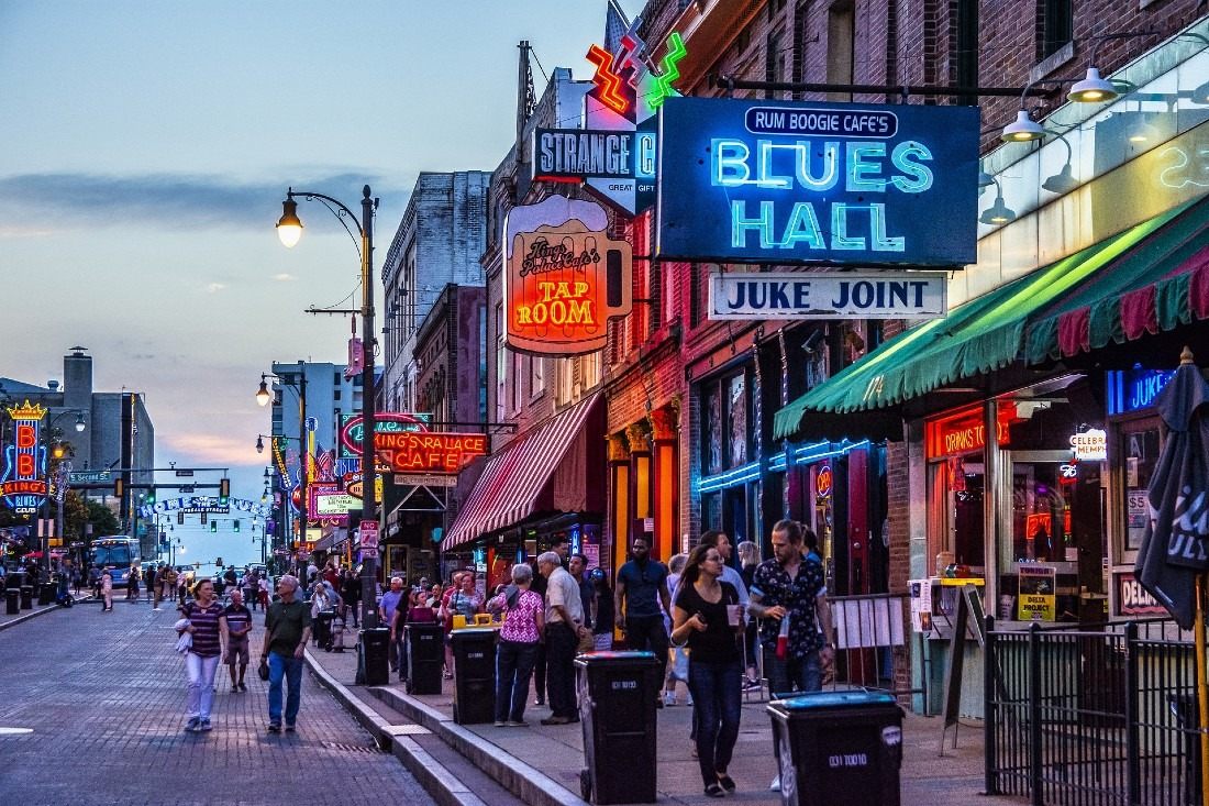Listening to live Blues on Beale Street is one of the best things to do in Memphis