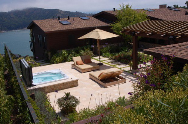 35 Outdoor Living Spaces with Hot Bathing Experience - The ... on Outdoor Living Spa id=53271