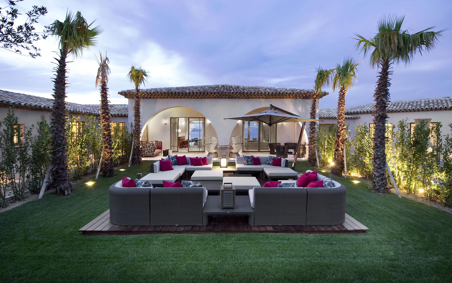 35 Modern Villa Design That Will Amaze You - The WoW Style on Luxury Backyard Design  id=94578