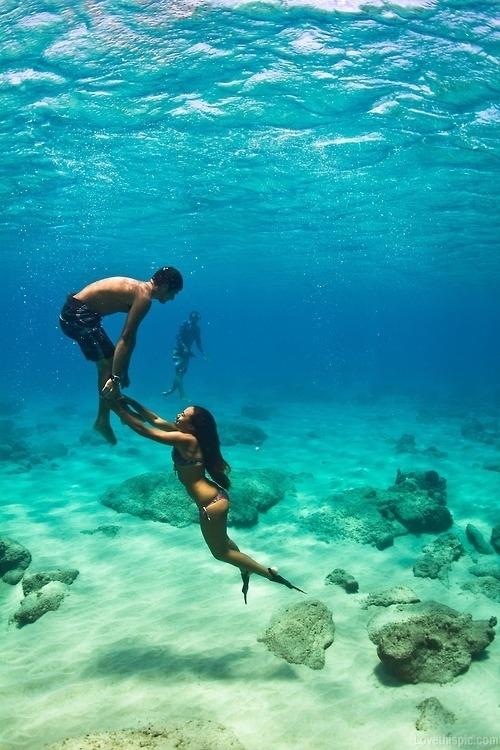 19557-Underwater-Couple