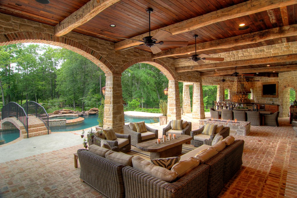 30 Rustic Outdoor Design For Your Home - The WoW Style on Covered Outdoor Living Area id=49272