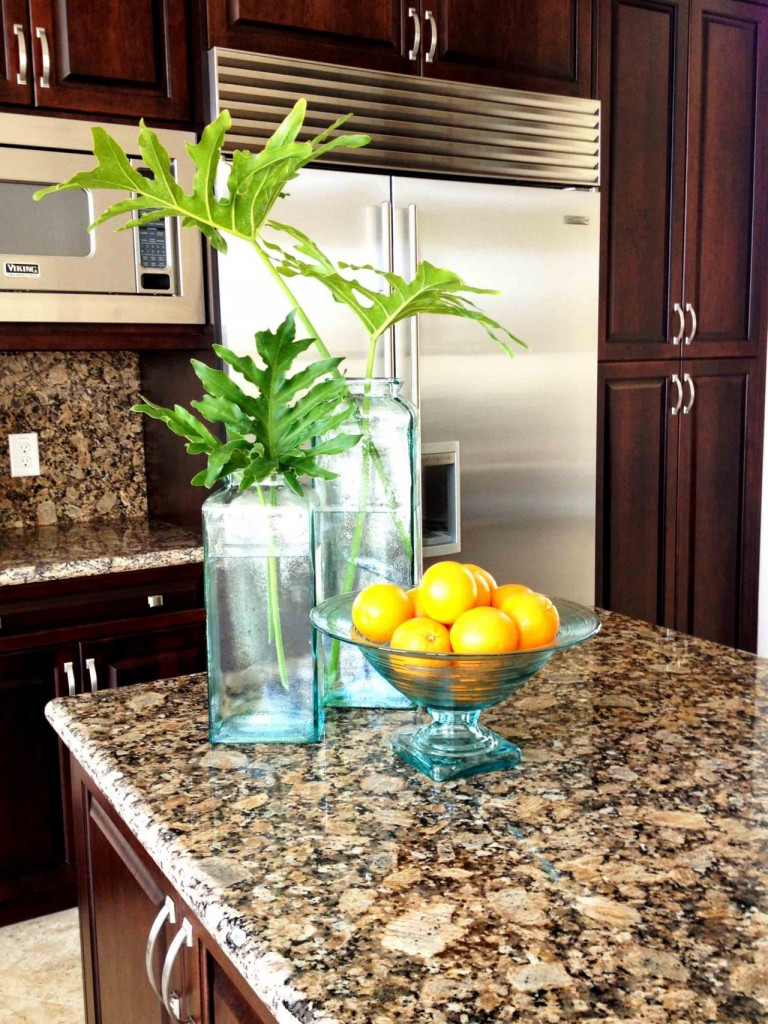 25 Traditional Kitchen Design Ideas - The WoW Style on Kitchen Countertop Decor  id=36384