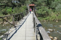 The two-person-at-a-time bridge into La Senda Verde