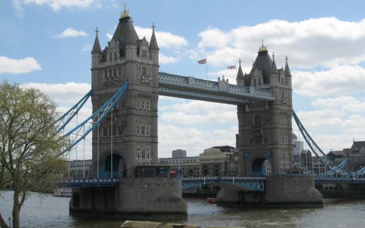 budget travel london tower bridge