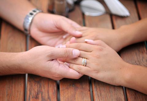 Couple Praying © Fotografescu | Dreamstime.com
