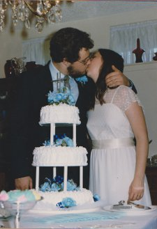 Paul and Lori kissing © Paul H. Byerly