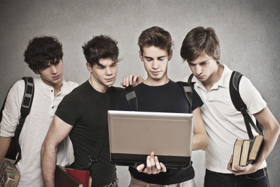 Boys with a computer © olly | dollarphotoclub.com