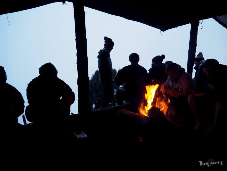 ognisko przy wulkanie Acatenango
