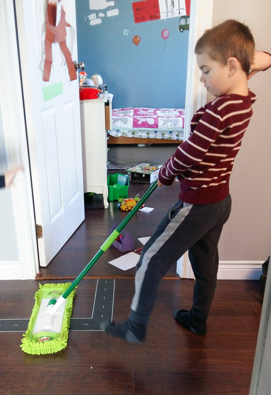 the Libman dust mop easily glides across the floor for quick cleaning!