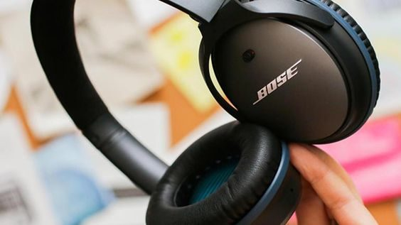 Must Have Gadgets For Travelling - Noise Cancelling Headphones