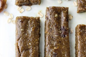 Simple Peanut Butter Matcha Energy Bars {giveaway!}