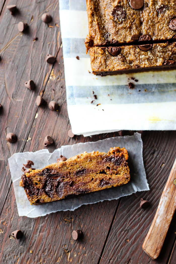 Vegan Chocolate Chip Pumpkin Bread - a feel good snack made with spelt flour!