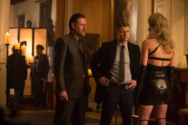 GOTHAM: Donal Logue (Bullock, L) and Benjamin McKenzie (Gordon, R) question a victim of the Ogre in ÒThe Anvil or the HammerÓ episode of GOTHAM airing Monday, April 27 (8:00-9:00 PM ET/PT) on FOX. ©2015 Fox Broadcasting Co. Cr: Jessica Miglio/FOX.