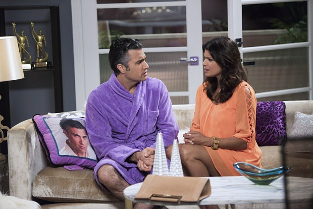 """Jane The Virgin -- """"Chapter Thirty"""" -- Image Number: JAV208b_0053.jpg -- Pictured (L-R): Jaime Camil as Rogelio and Andrea Navedo as Xo -- Photo: Eddy Chen/The CW -- © 2015 The CW Network, LLC. All rights reserved."""