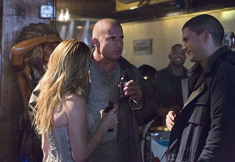 """DC's Legends of Tomorrow -- """"Pilot, Part 1""""-- Image LGN101c_0055b -- Pictured (L-R) Caity Lotz as Sara Lance/White Canary, Dominic Purcell as Mick Rory/Heat Wave and Wentworth Miller as Leonard Snart/Captain Cold -- Photo: Jeff Weddell/The CW -- © 2015 The CW Network, LLC. All Rights Reserved."""