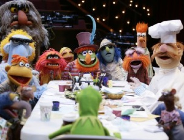 """THE MUPPETS - """"Bear Left then Bear Write"""" - Fozzie takes things a little too far when Kermit offers him advice and Nick Offerman steps in to help the gang. Meanwhile, Christina Applegate guests on """"Up Late,"""" and brings Miss Piggy a sweet surprise that doesn't go over well and Pepe, Rizzo and Liam Hemsworth try to help Gonzo out with his online dating situation, on """"The Muppets,"""" TUESDAY, OCTOBER 6 (8:00-8:30 p.m., ET) on the ABC Television Network. (ABC/Nicole Wilder) THE GREAT GONZO, RIZZO, SCOOTER, SAM THE EAGLE, SWEETUMS, ANIMAL, KERMIT THE FROG, JANICE, DR. TEETH, ZOOT, FLOYD PEPPER, BEAKER, SWEDISH CHEF, YOLANDA (FOREGROUND)"""