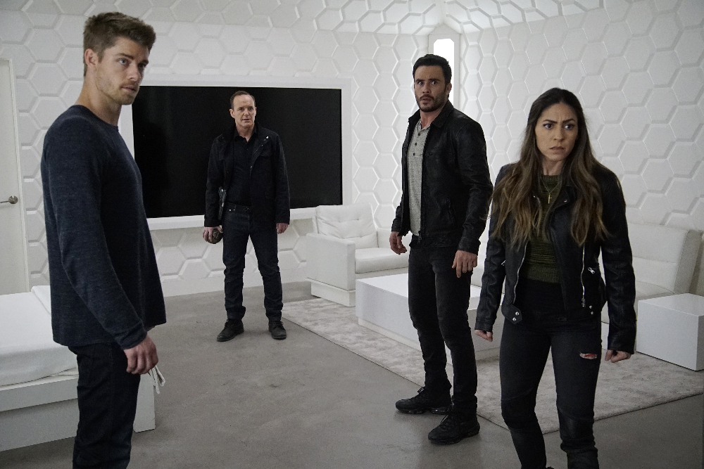 """MARVEL'S AGENTS OF S.H.I.E.L.D. - """"The Team"""" - Agent Daisy Johnson must call upon the Secret Warriors for an inaugural mission that will leave no member unscathed, and S.H.I.E.L.D. learns more about Hive's powers, forcing them to question everyone they trust, on """"Marvel's Agents of S.H.I.E.L.D.,"""" TUESDAY, APRIL 19 (9:00-10:00 p.m. EDT), on the ABC Television Network. (ABC/Kelsey McNeal) LUKE MITCHELL, CLARK GREGG, JUAN PABLO RABA, NATALIA CORDOVA-BUCKLEY"""