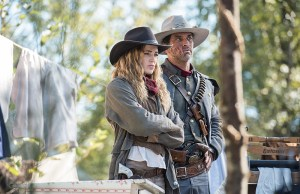 "DC's Legends of Tomorrow --""Outlaw Country"" -- Image LGN206b_0027.jpg -- Pictured (L-R): Caity Lotz as Sara Lance/White Canary and Johnathon Schaech as Jonah Hex -- Photo: Dean Buscher/The CW -- © 2016 The CW Network, LLC. All Rights Reserved."