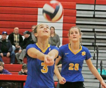 Seymour's Alyssa Cosciello #3 sets the ball for Cathryn Ragaini # 28 against Woodland in Class M semi-final Volleyball tournament at Pomperaug High School Tuesday night. Seymour won 3-0. Michael Kabelka / Republican-American.