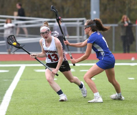 SOUTHBURY CT. 04 May 2019-050419ER06-Pomperaug High School's Avery Lenczewski battles a defender on her way up the field during the girls varsity lacrosse game against Fairfield Ludlowe in Southbury on Saturday afternoon. Emily J. Reynolds. Republican-American
