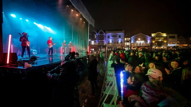 Christmas party band Salisbury Christmas lights switch on