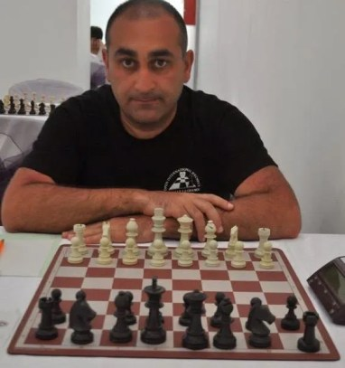 El GM Azer Mirzoev, sabe mucho de cómo mejorar al ajedrez. Lee la entrevista que le hicimos: http://thezugzwangblog.com/thezugzwangblog-entrevista-al-gran-maestro-azer-mirzoev/