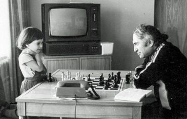 Tal con su hija Zhanna. Imagen cortesía de tabladeflandes.com