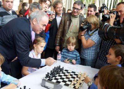 Kasparov promocionando ajedrez