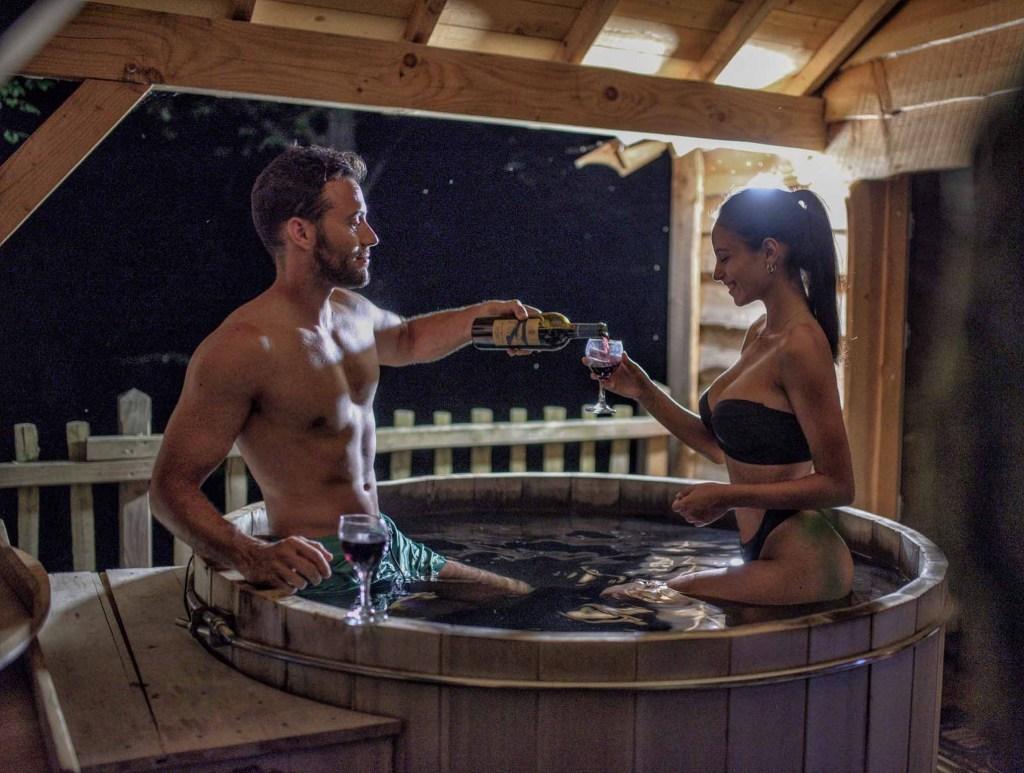 Coucoo Cabanes Grands Lacs | Cabane SPA Château | Terrasse avec bain nordique