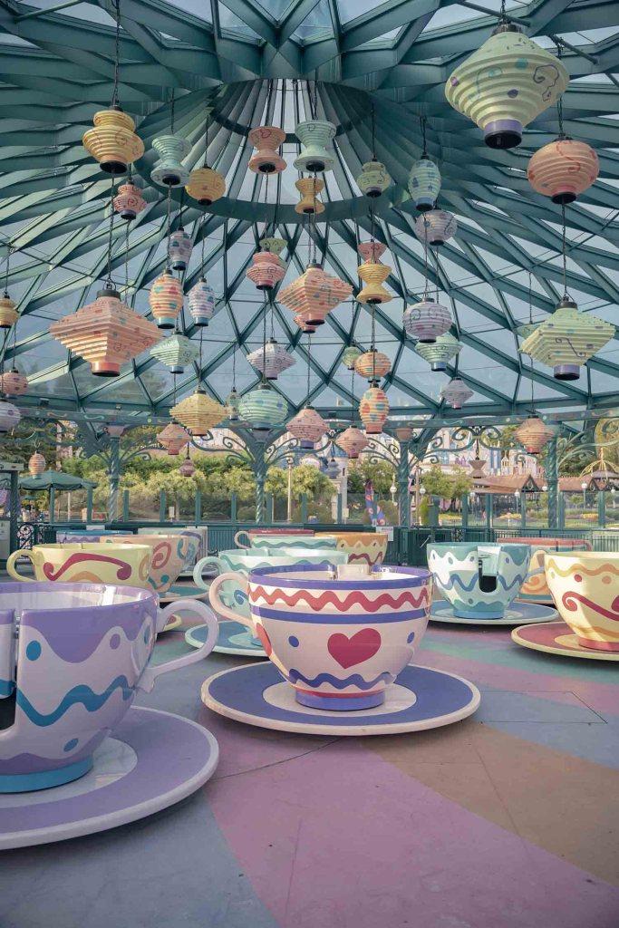Attraction des tasses de thé