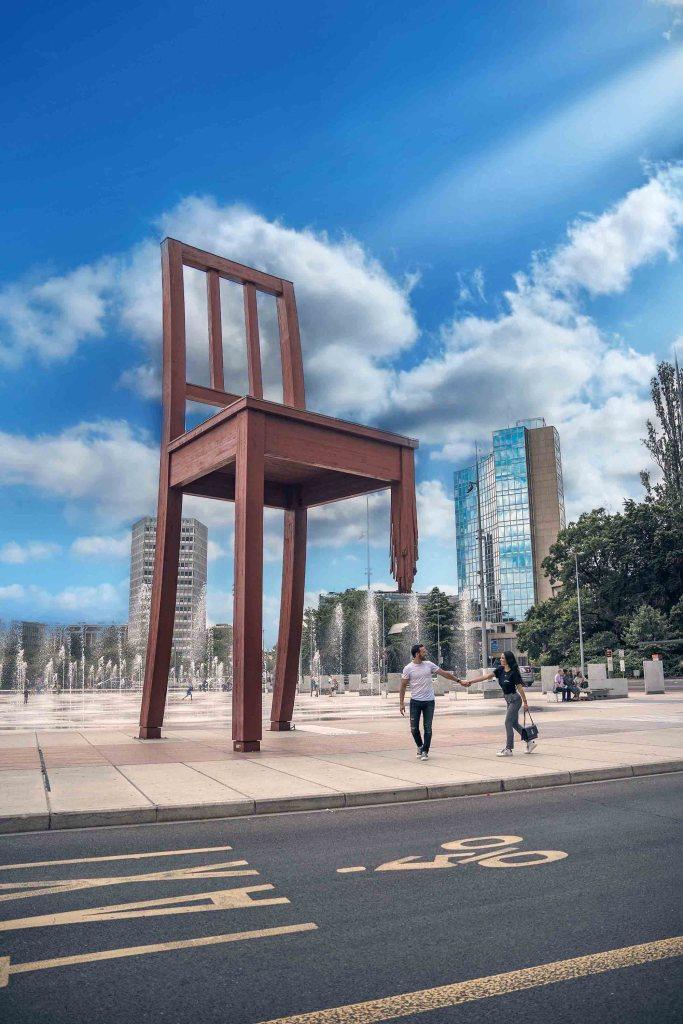La chaise cassée