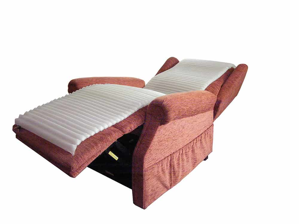 New air mattress for recliner chairs to reduce the issue of