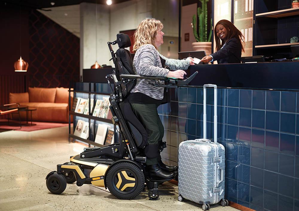 F5 Corpus VS woman hotel reception