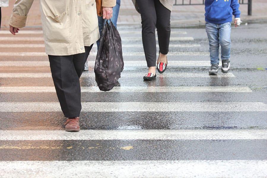 people crossing road image