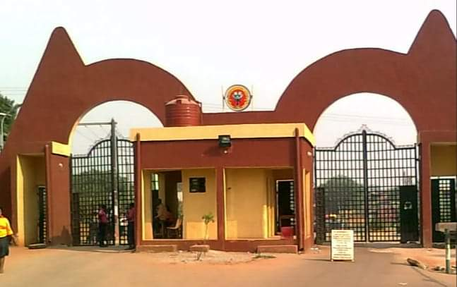 Auchi Polytechnic Bans Students' Cars from Entering The School Campus. Thingscouplesdo.com