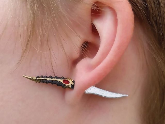 """Game of Thrones """"Catspaw Dagger"""" Earrings"""